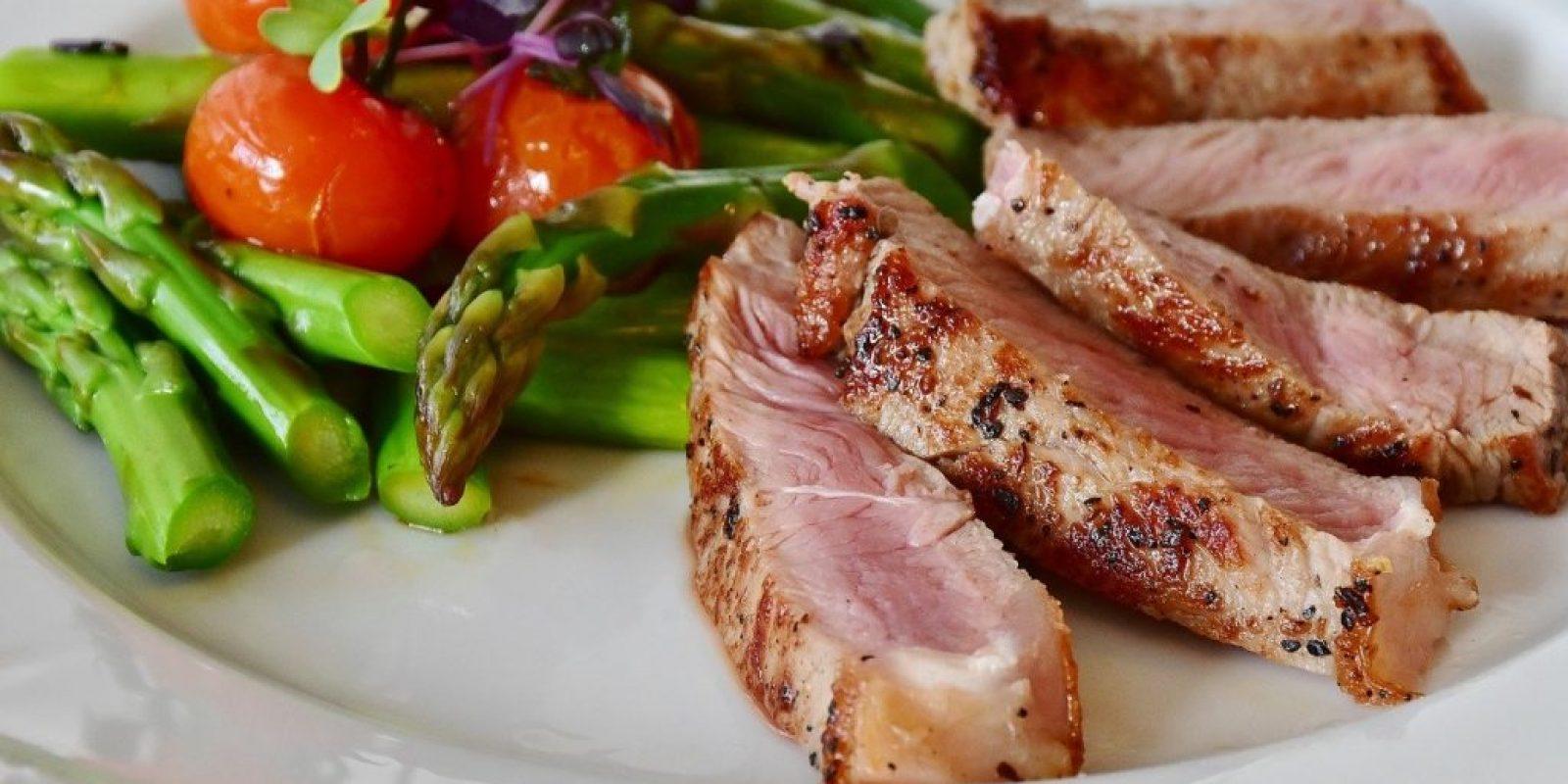 healthy meal asparagus steak